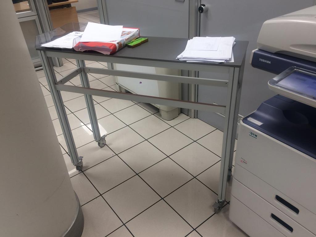 Tavolino con rotelle